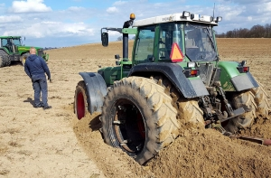 John Deere 8310 vs Fendt Favorit 824